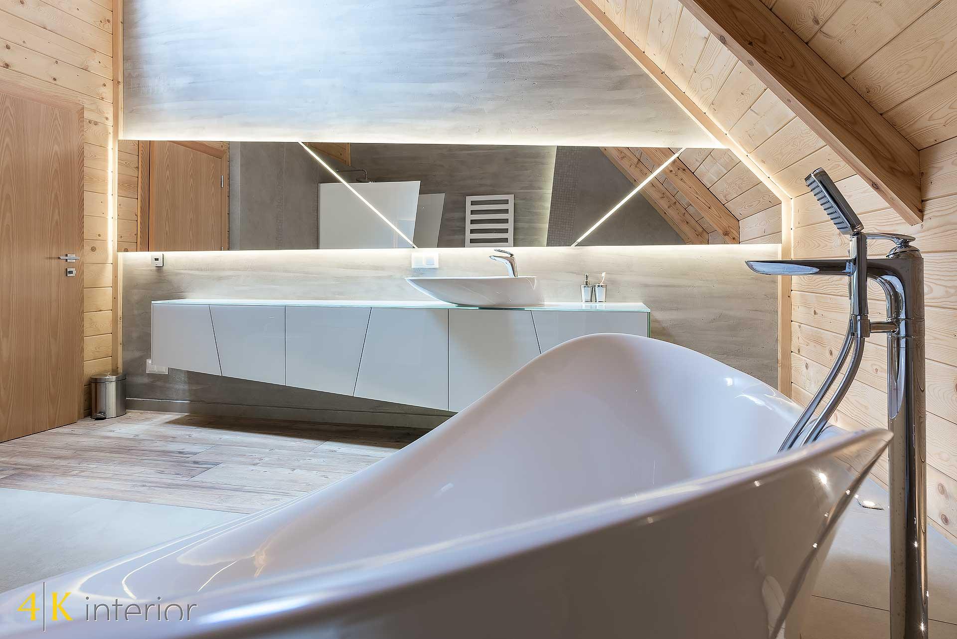 Dom-z-góralskim-charakterem-12 oryginalne skośne lustro łazienkowe