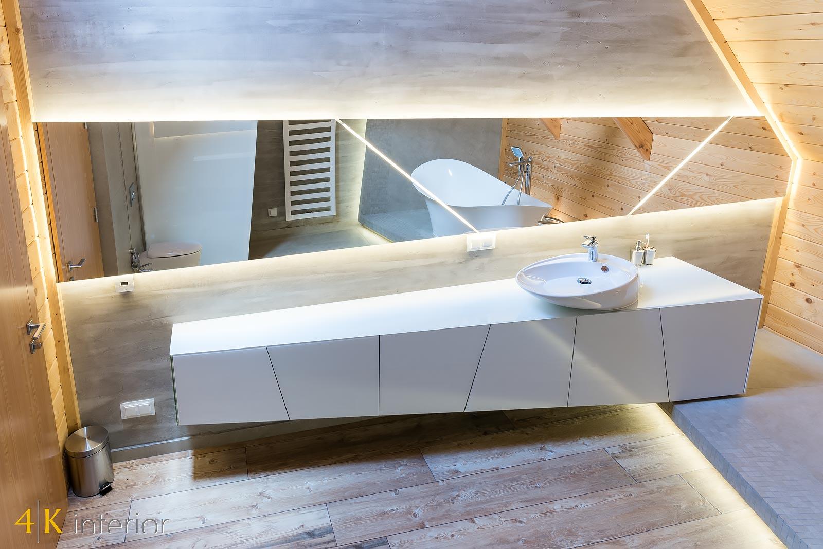 Dom-z-góralskim-charakterem-10 oryginalna szklana skośna szafka łazienkowa n