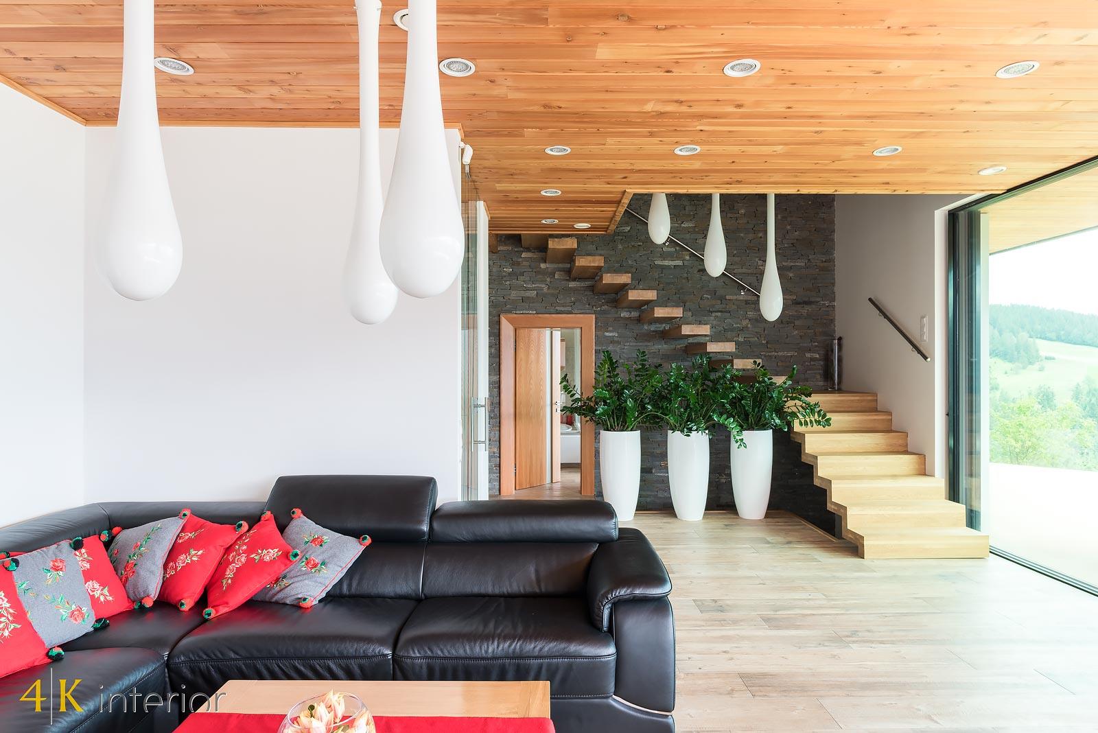 Dom-z-góralskim-charakterem-17 kanapa z licencją na odpoczynek n